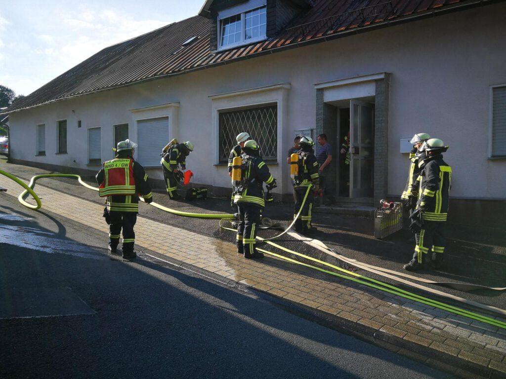 Kellerbrand mit Menschleben in Gefahr