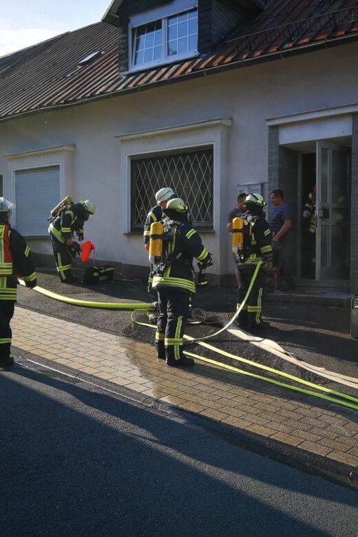 Kellerbrand mit Menschleben in Gefahr - Freiwillige Feuerwehr Wenden