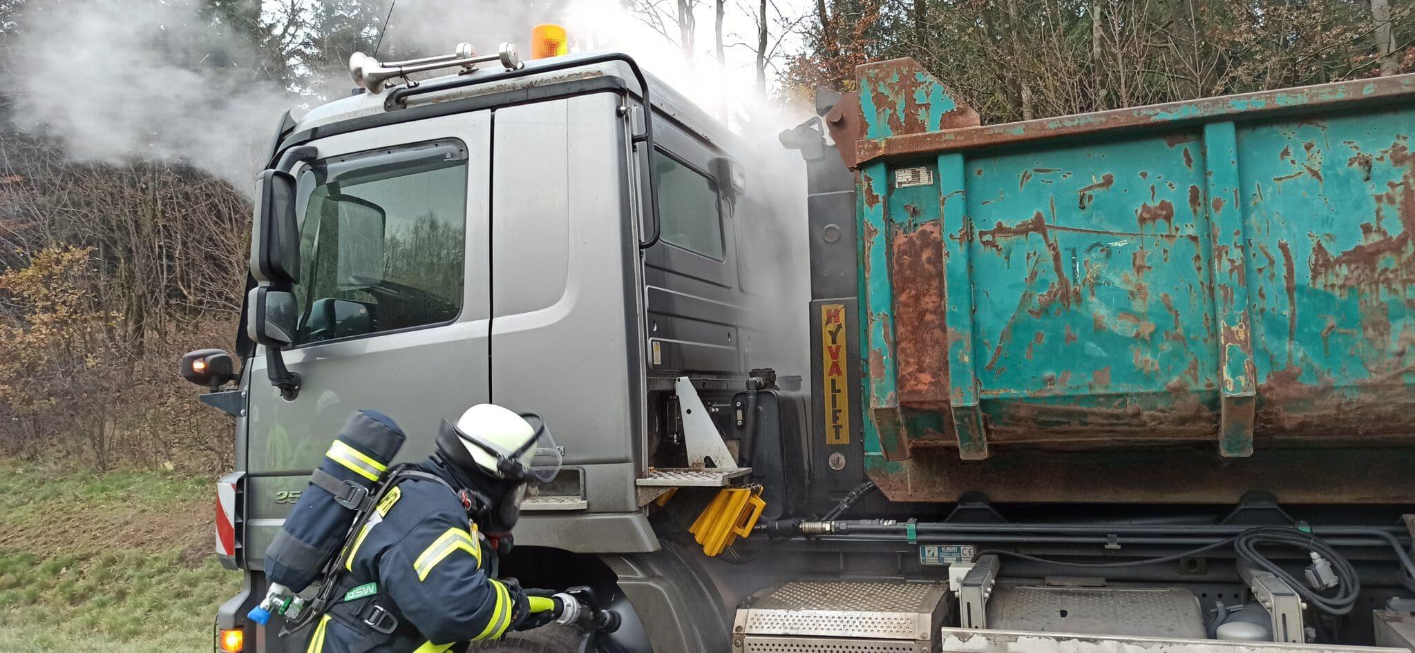 LKW Brand auf der Autobahn A4 – Feuerwehr verhindert Schlimmeres
