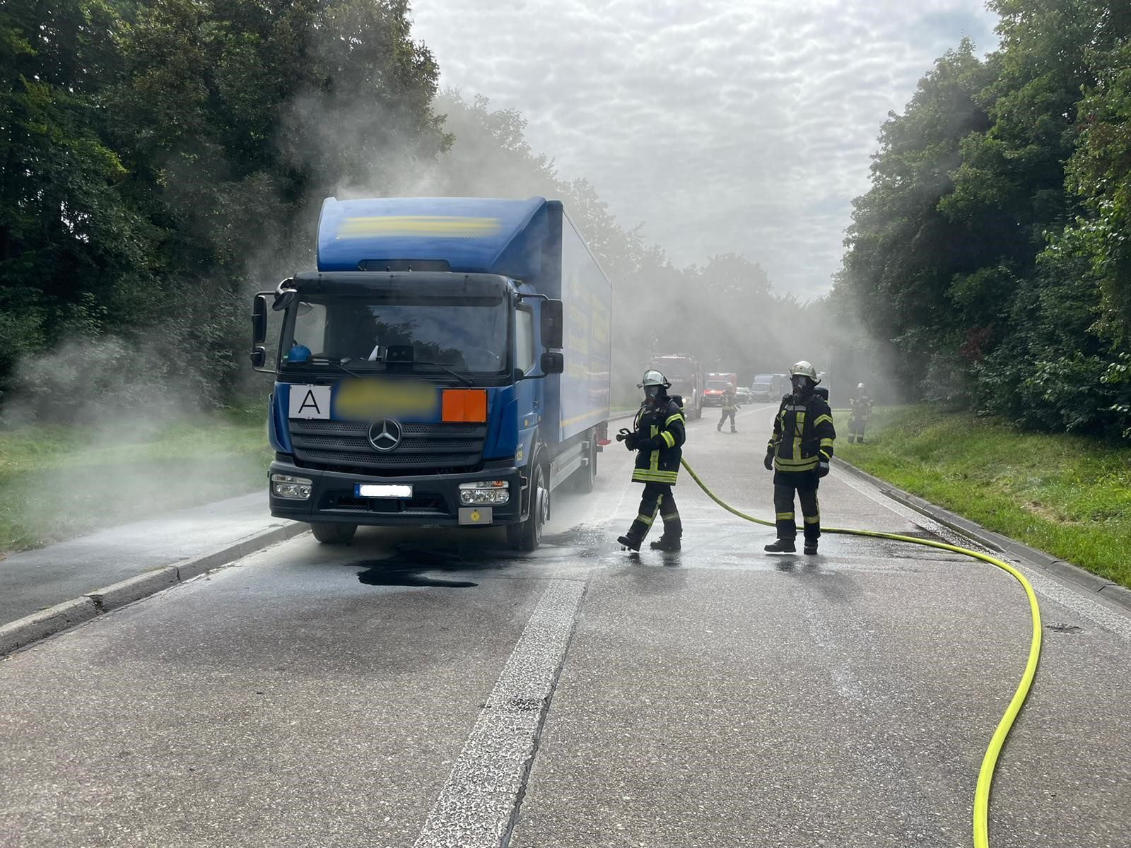 Motorschaden an Gefahrgut-LKW sorgt für Großeinsatz
